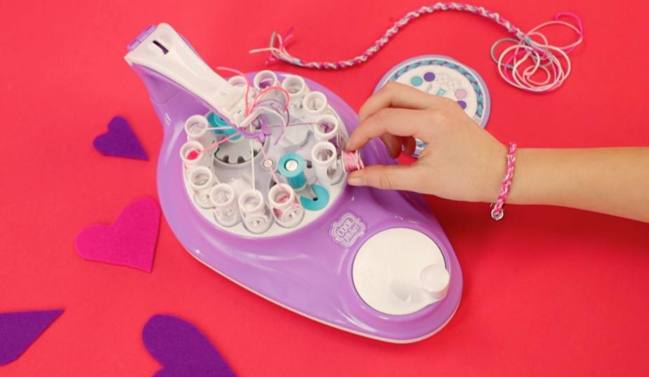 loading the Kumikreator Bracelets & Necklaces Kit