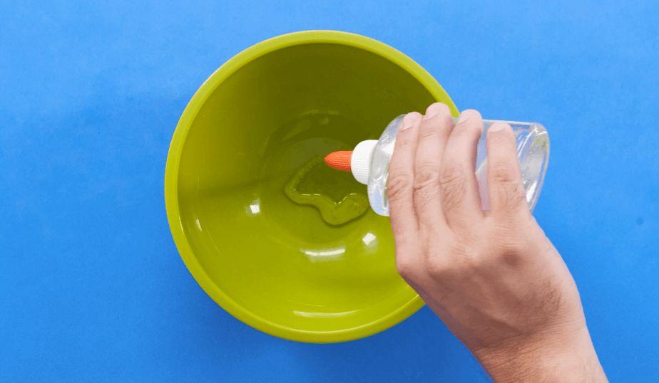 mix glue, baking soda and saline together