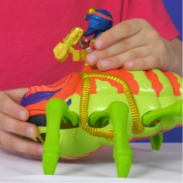 treasure x dissection alien toy in play