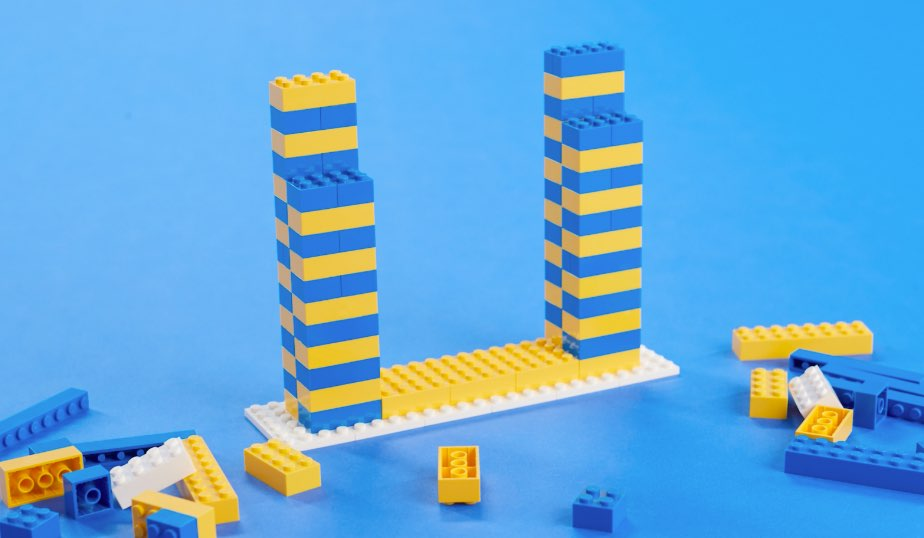 two thick 4x4 columns with a slit between them